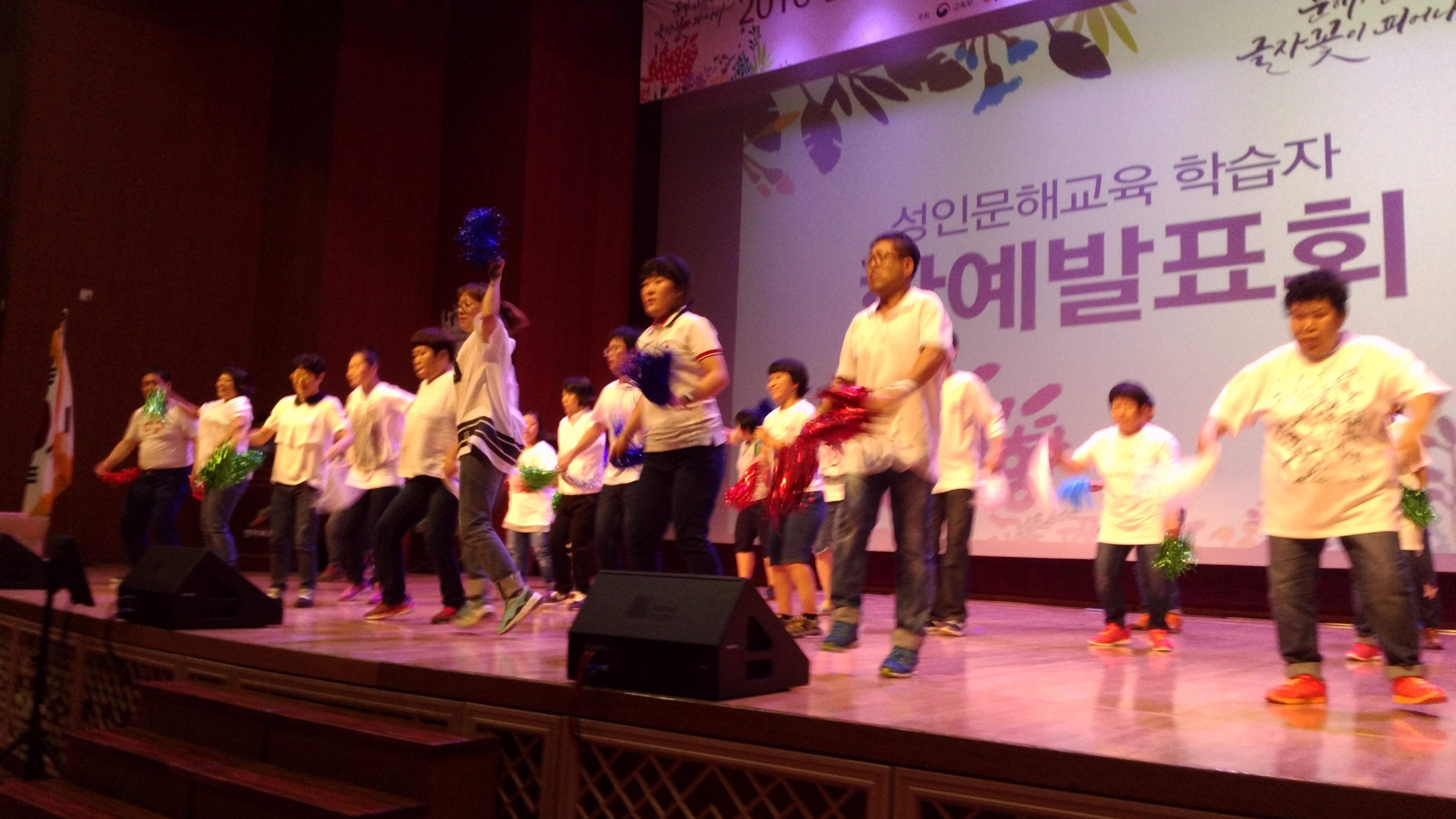 문해의 달 행사(댄스공연).jpg